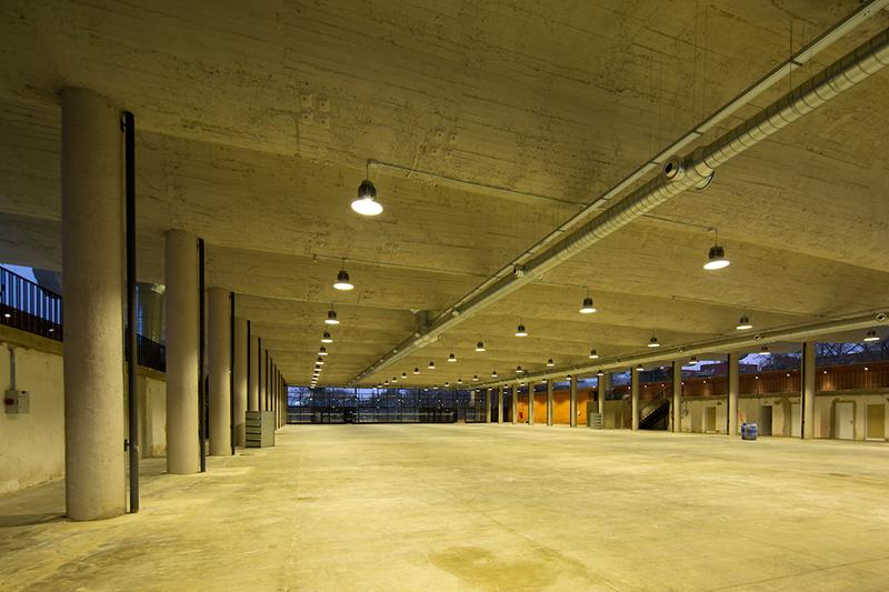 28/Enero/2021 Madrid. Pabellón de Exposiciones del Ayuntamiento de Madrid en la Casa de Campo iluminado por AOM.  ©JOAN COSTA