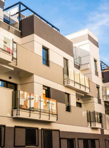 25 Viviendas, plazas de garaje, trasteros, piscina y urbanización interior