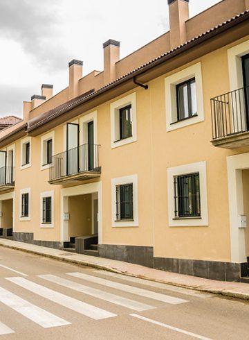 Bloque de 17 viviendas dúplex y garaje comunitario. Residencial Miraverde